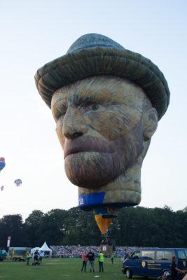 De Vincent van Gogh Special Shape Ballon is gebouwd om de beroemde Nederlandse schilder te herdenken.