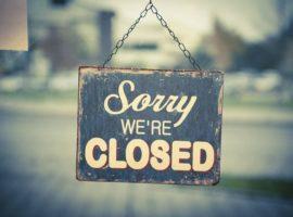 """Bord met daarop de tekst """"Sorry, we're closed"""", om aan te geven dat de website niet meer actief is."""