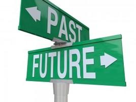 Een bord met daarop terugblik en vooruitblik