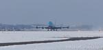 Boeing 747-406(M) stijgt op van Aalsmeerbaan